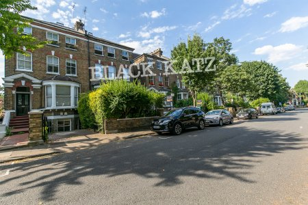 327-329 Upper St, London N1 2XQ, UK - Source: Black Katz