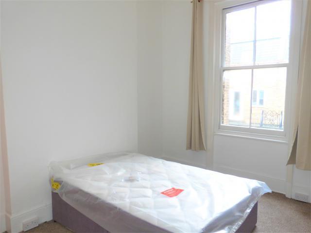 4 Bedroom Flat to rent in Uxbridge Road, SHEPHERDS BUSH ...